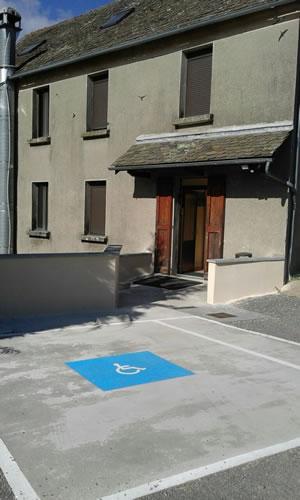 La Remise - place de parking handicapé